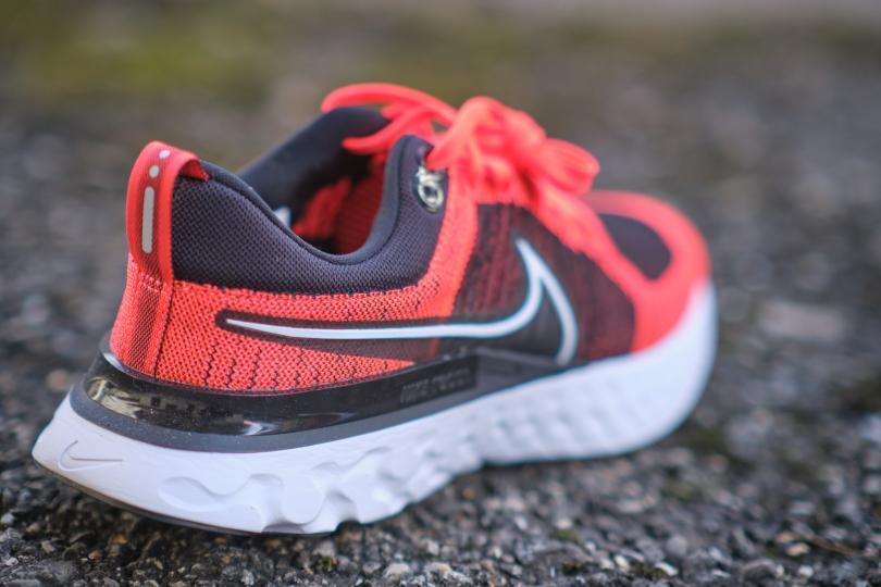 Nike React Infinity Run Flyknit trois quart arrière